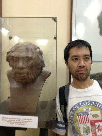 A striking resemblance to a Neanderthal bust in a museum exhibit
